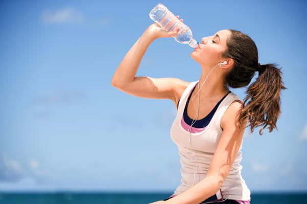 beber-agua-deshidratacion-clinicasdh